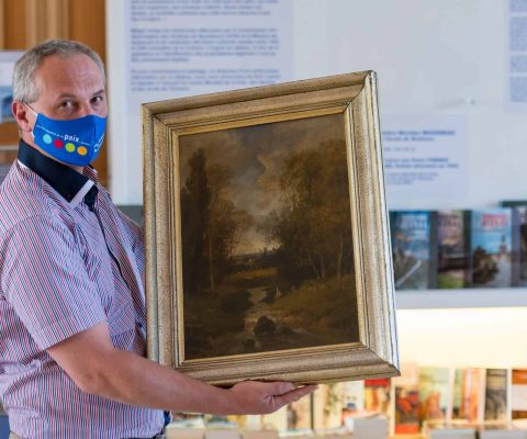 Art World Roundup: a £1.1M facemask, the search for the owners of a painting stolen in WWII, and more