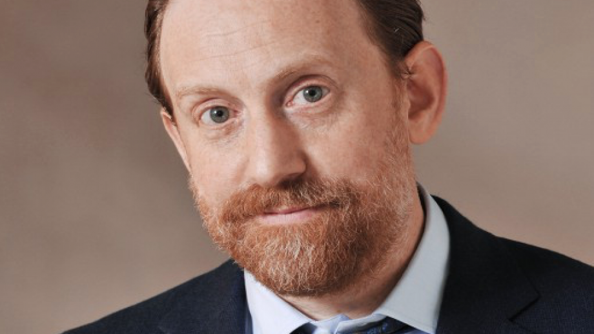 Simon Baker à la MEP : des choix et des questions