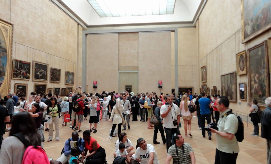 Louvre reinstalls the Mona Lisa in the updated Salle des États