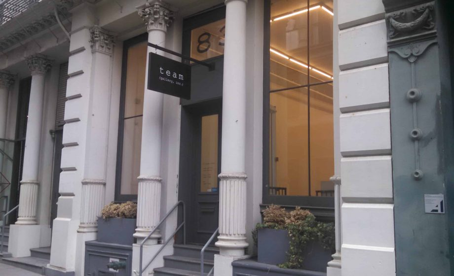 Thieves flee New York's Team Gallery by foot after stealing artwork