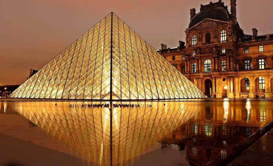 Louvre staff strike due to 'suffocating' guest counts