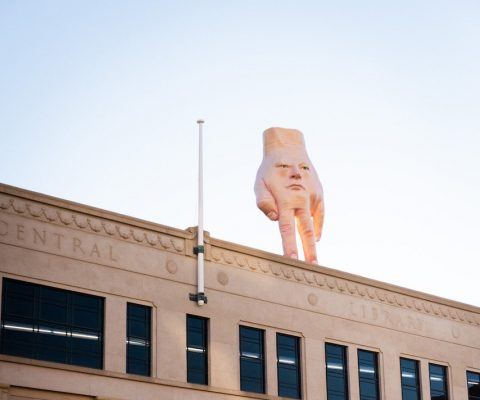 'Quasi': the massive hand sculpture moves cities